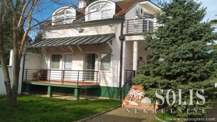 Kuća ili stan za život u Novom Sadu